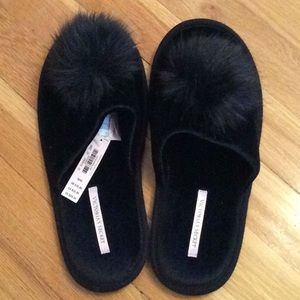 Black V/S slippers